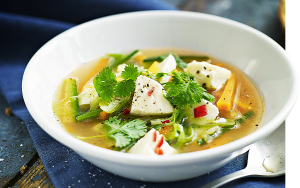 Vegetarisk soppa i djup tallrik