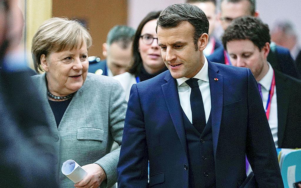 Macron och Merkel samtalar