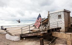 Blåsig strand vid USA:s kust