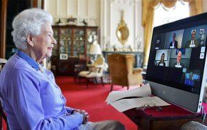 Drottning Elisabeth har zoom-möte..
